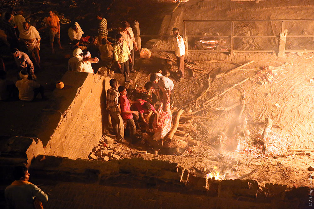 ИндоЭтноЭксп: День и вечер двадцатого дня. Пересадка в Дели. Варанаси. +ВИДОС