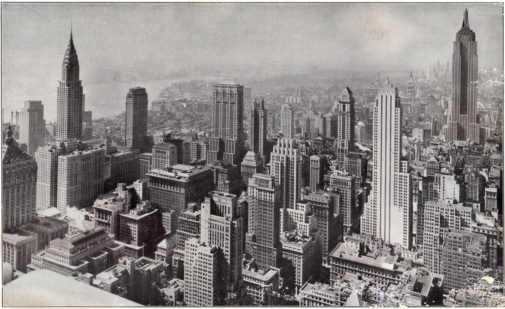 Под катом пара отрывков из книги и 24 фотографии Нью-Йорка 1910-1960-х