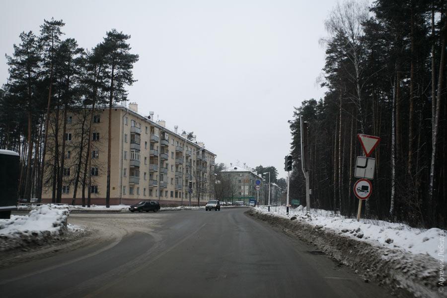 golaya-zhenshina-na-ulitse-saratova
